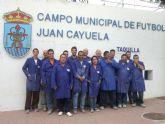 Los alumnos del curso Mantenimiento básico de edificios realizan clases teórico-prácticas en el Campo de Fútbol Juan Cayuela