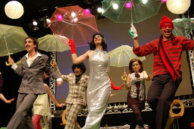 El grupo municipal de teatro Sinfín sube nuevamente a escena de la mano de Darío Fo, Foto 1