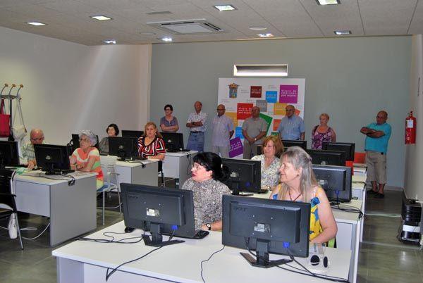 Más de 60 mayores reciben sus diplomas que acreditan su conocimiento de Internet, Foto 4