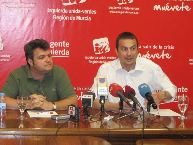 IU-V critica el descenso de las ayudas sociales de CajaMurcia por su integración en BMN, Foto 1