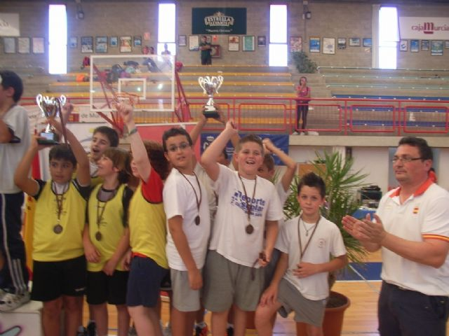 Sesenta alumnos de los colegios Reina Sofia, Tierno Galván y Santiago participaron en la final regional de Deporte Escolar de Nano Nana Práctica Grecorromana, Foto 1