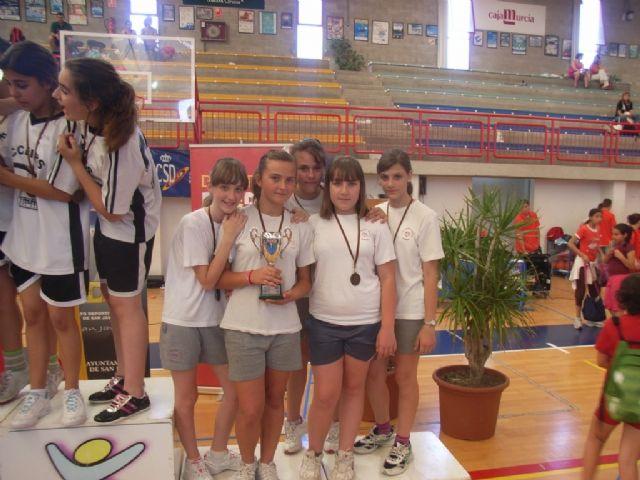 Sesenta alumnos de los colegios Reina Sofia, Tierno Galván y Santiago participaron en la final regional de Deporte Escolar de Nano Nana Práctica Grecorromana, Foto 3