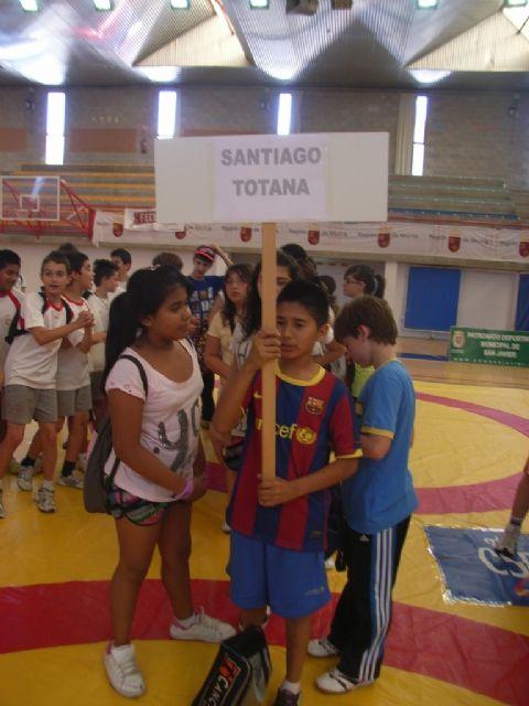 Sesenta alumnos de los colegios Reina Sofia, Tierno Galván y Santiago participaron en la final regional de Deporte Escolar de Nano Nana Práctica Grecorromana, Foto 4