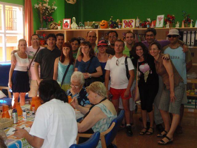 Los usuarios del Servicio de Apoyo Psicosocial visitan el Centro de Día de Personas Mayores, Foto 2