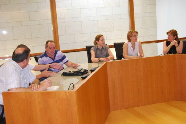 La alcaldesa y la nueva concejal de Educación se reúnen con los directores de los Centros Educativos, Foto 1