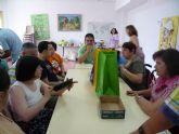 Los usuarios del Centro Ocupacional José Moyá llevan a cabo un taller medioambiental