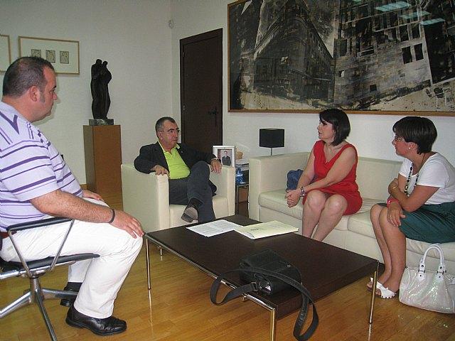 El consejero de Presidencia recibe a la alcaldesa de Totana, Foto 1