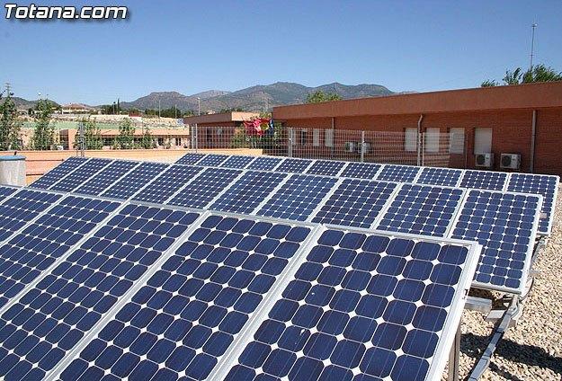 El ayuntamiento de Totana instalará placas fotovoltaicas en un total de diez edificios municipales para generar energía limpia y generar ingresos adicionales, Foto 1