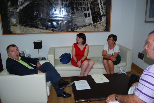 La alcaldesa y el consejero de Presidencia tratan en su primer encuentro insitucional sobre la Declaración de Impacto Ambiental del PGOUM, Foto 1