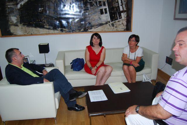 La alcaldesa y el consejero de Presidencia tratan en su primer encuentro insitucional sobre la Declaración de Impacto Ambiental del PGOUM, Foto 2