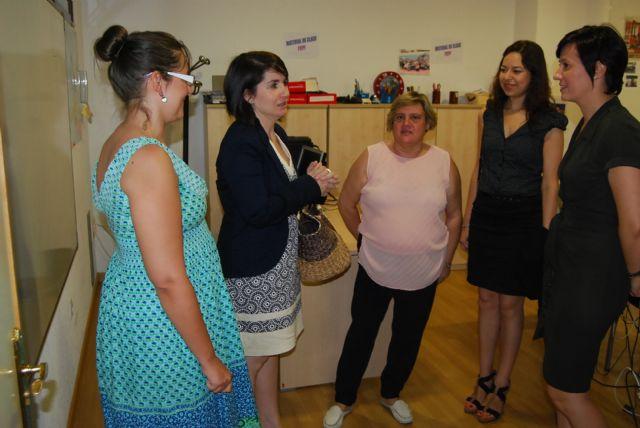 Autoridades municipales visitan el Servicio de Integración Sociolaboral de FAMDIF-COCEMFE en Murcia para conocer sus servicios, Foto 1