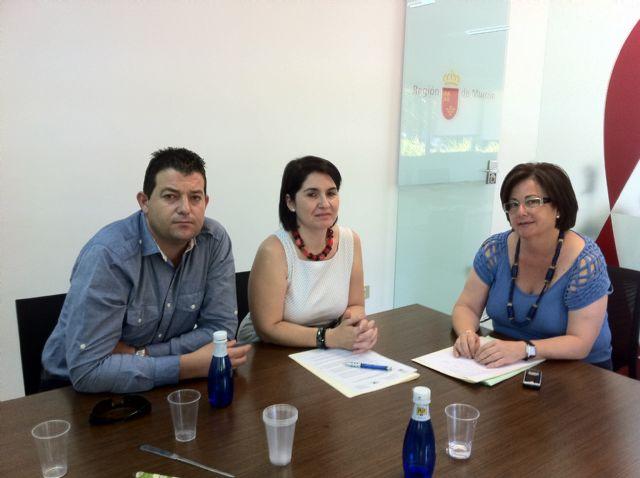 La alcaldesa de Totana y la directora general de Comercio, Consumo y Artesanía trabajan en la puesta en marcha del Plan de Dinamización del Comercio Minorista, Foto 1