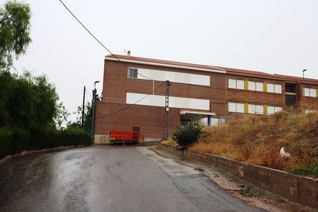 Denuncian que en vísperas del inicio de curso escolar, el C.E.I.P. San José de Totana, sigue con la luz cortada, Foto 1