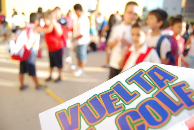 Unos 3.400 niños han comenzado hoy el curso escolar de Educación Infantil y Primaria 2011/2012 en las aulas de los doce centros del municipio, Foto 1