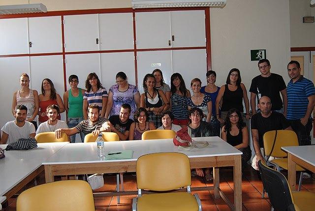 Cerca de una treinta de jóvenes participan en el curso sobre Técnicas de educación ambiental en espacios naturales, Foto 1
