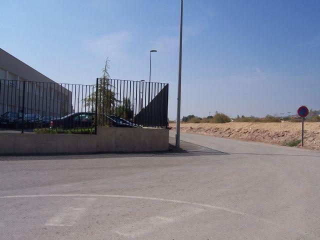 La Junta de Gobierno Local adjudica la contratación de un vial de acceso al colegio Luis Pérez Rueda, Foto 1