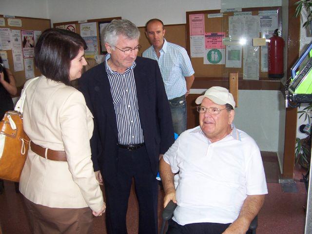 El director general de Personas Mayores junto con la alcaldesa de Totana y la concejal de Atención Social visitan los tres centros en los que se ofrece atención especializada a los mayores, Foto 3