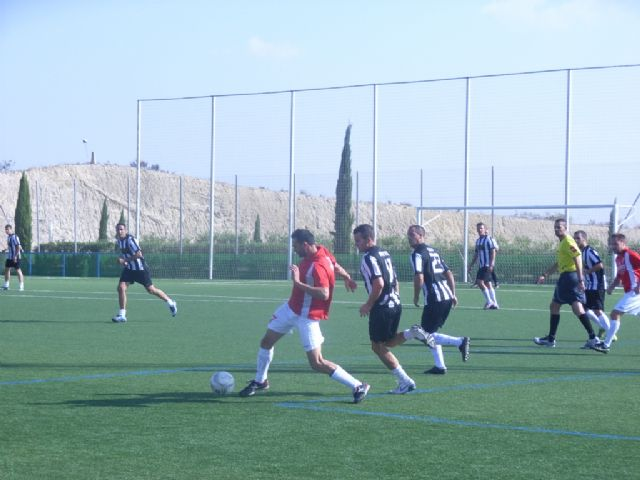La concejalía de Deportes ha puesto en marcha la Liga de Fútbol Aficionado Juega Limpio 2011-2012, Foto 2