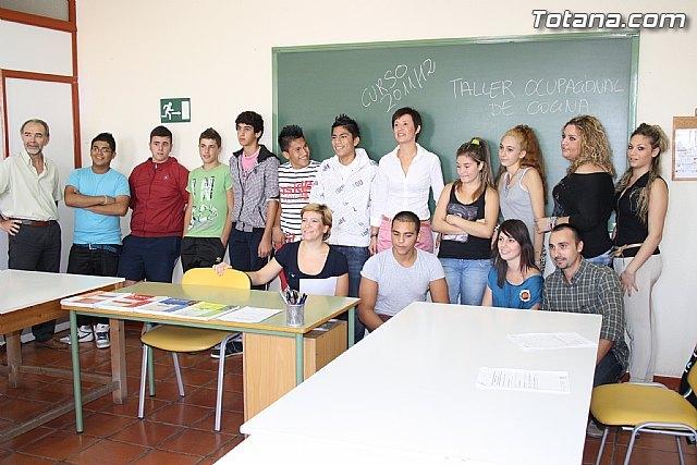Trece jóvenes alumnos participan en el Aula Ocupacional en la modalidad de Taller de Cocina y Pastelería, Foto 1