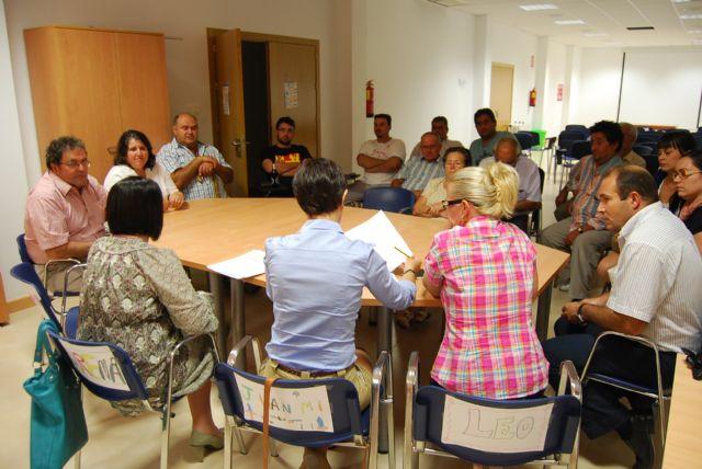 The Mayor and City Council of Neighborhood Relations meet with neighbors Lebor - 2