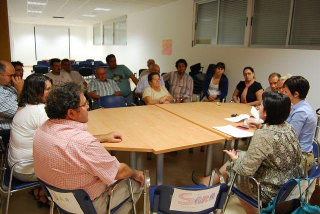 The Mayor and City Council of Neighborhood Relations meet with neighbors Lebor - 3