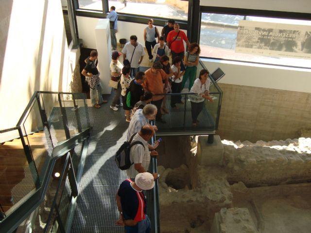 Los usuarios del Servicio de Apoyo Psicosocial realizan una salida programada para conocer el patrimonio cultural de la localidad vecina de Alhama, Foto 2