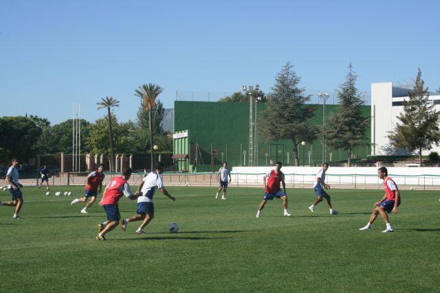 El FC Cartagena inicia sus entrenamientos para preparar el partido contra el Celta de Vigo en el Polideportivo Municipal 6 de Diciembre, Foto 1
