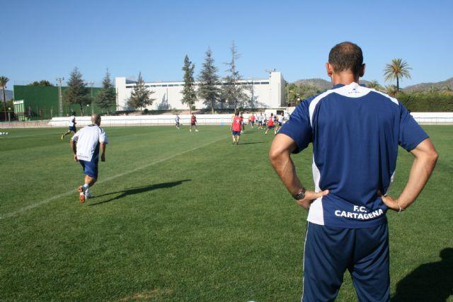 El FC Cartagena inicia sus entrenamientos para preparar el partido contra el Celta de Vigo en el Polideportivo Municipal 6 de Diciembre, Foto 2