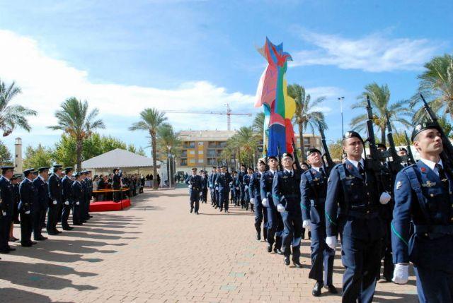 Autoridades municipales asisten al acto de jura de bandera en el marco de las II Jornadas de Caza, Turismo y Gastronomía, Foto 2