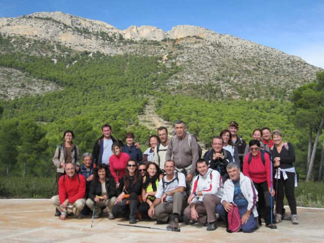 Una veintena de senderistas participan en una interesante ruta programada por el Parque Regional de Sierra Espuña, Foto 1