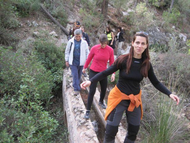 Una veintena de senderistas participan en una interesante ruta programada por el Parque Regional de Sierra Espuña, Foto 2