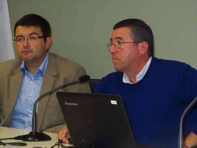 Gran acogida de la charla sobre el control del picudo rojo de las palmeras, Foto 1