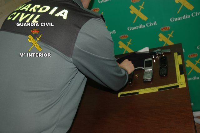 La Guardia Civil detiene a los integrantes de un grupo delictivo dedicado a atracar estancos, locutorios y empresas, Foto 2