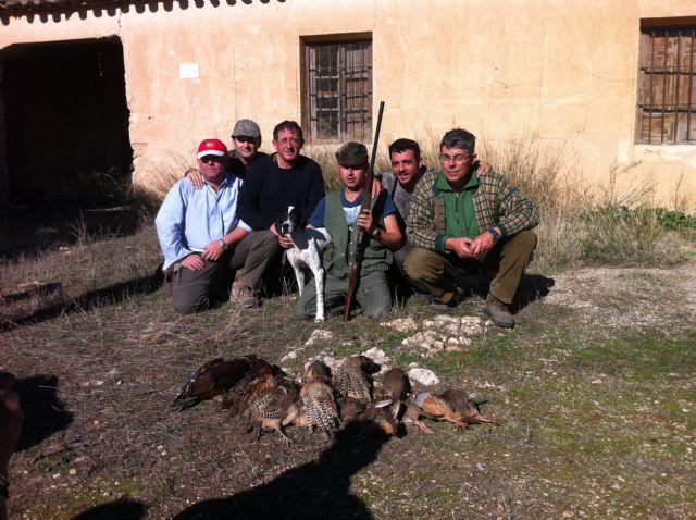 Más de veinticinco escopetas federadas participan en el XXV Campeonato de Caza Menor con perro, Foto 1