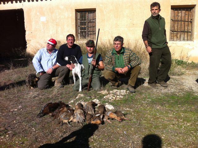 Más de veinticinco escopetas federadas participan en el XXV Campeonato de Caza Menor con perro, Foto 2