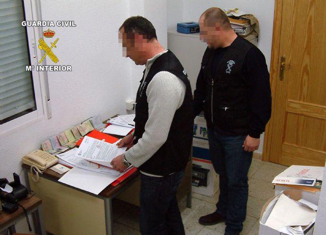Detenidas tres personas por la comisión de estafas, falsificaciones documentales y asociación ilícita, Foto 1