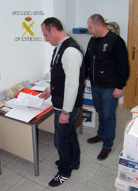 Detenidas tres personas por la comisión de estafas, falsificaciones documentales y asociación ilícita, Foto 2