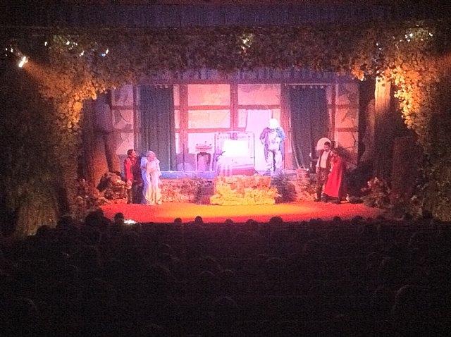 Más de 500 personas asisten a las dos sesiones de teatro infantil Caperucita Roja, Foto 1