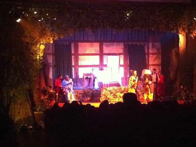 Más de 500 personas asisten a las dos sesiones de teatro infantil Caperucita Roja, Foto 2