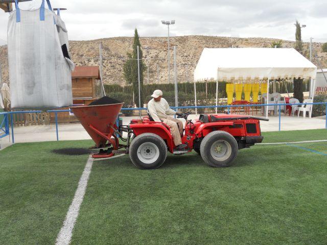 Deportes lleva a cabo labores de mantenimiento en los complejos deportivos para alargar la vida útil de los mismos, Foto 1