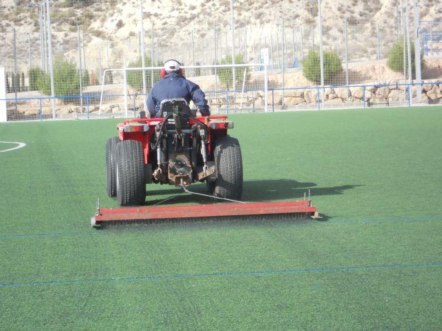 Deportes lleva a cabo labores de mantenimiento en los complejos deportivos para alargar la vida útil de los mismos, Foto 2
