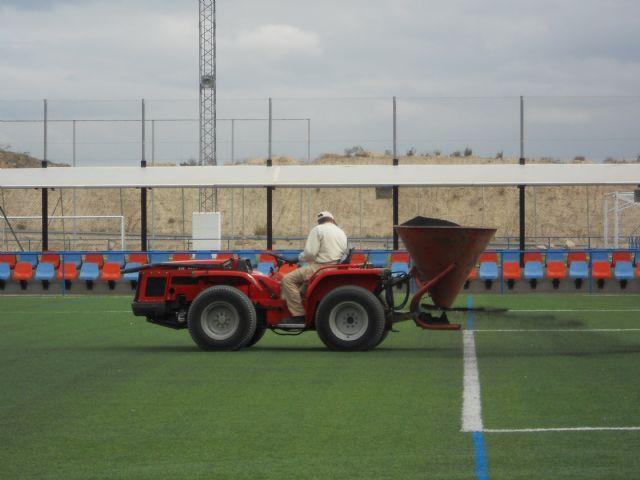 Deportes lleva a cabo labores de mantenimiento en los complejos deportivos para alargar la vida útil de los mismos, Foto 3