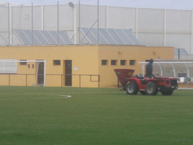 Deportes lleva a cabo labores de mantenimiento en los complejos deportivos para alargar la vida útil de los mismos, Foto 4