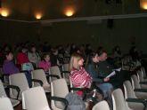Más de cincuenta personas participan en la charla Jugar para ser iguales. Coeducación