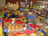 Cáritas y Adipsai reciben más de 700 kilos de comida y 200 litros de leche, aceite y zumos - 4