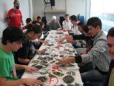 14 jóvenes participan en el taller de aerografía de cascos
