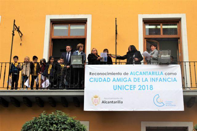La lluvia no impide que Alcantarilla conmemore con los colegios y los alumnos de 5 años el 20N  Día Universal del Niñ@ - 1, Foto 1