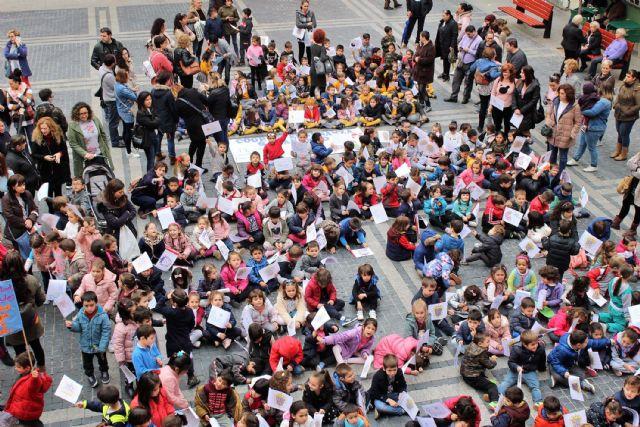 La lluvia no impide que Alcantarilla conmemore con los colegios y los alumnos de 5 años el 20N  Día Universal del Niñ@ - 2, Foto 2