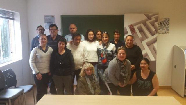El Colectivo El Candil inicia en Totana un curso de formación de Informática Básica - 1, Foto 1