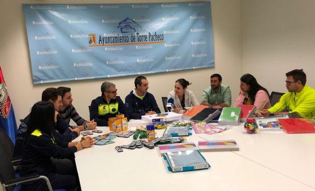 Track and Field Sport Team, dona material escolar valorado en 1.075 euros al Ayuntamiento de Torre Pacheco - 1, Foto 1